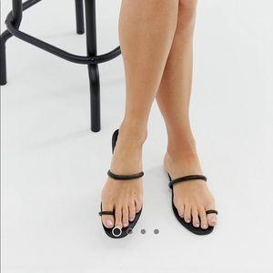 Simmi London Sahara Black Toe Loop Flat Sandals